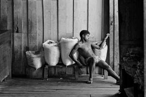Descansando-sobre-sacos, 1986